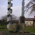 Pomnik Reymonta w centrum Kobiel Wielkich