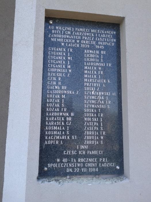 ladzice_tablica_na_budynku_urzedu_gminy