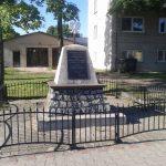 Obelisk poświęcony mieszkańcom gminy Ładzice, zamordowanym przez hitlerowców w czasie II wojny światowej