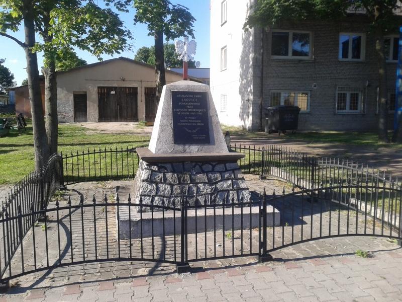 obelisk_mieszkancy_ladzic_zamordowani_przez_hitlerowcow