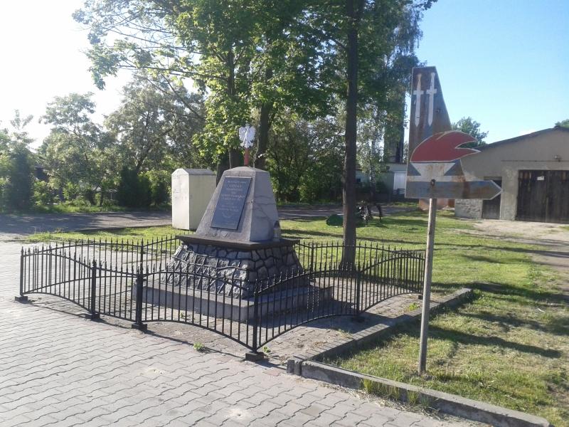 obelisk_mieszkancy_ladzic_zamordowani_przez_hitlerowcow_BOK