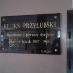 Tablica poświęcona Feliksowi Przyłubskiemu (w Zespole Szkół Ponadgimnazjalnych nr 1 w Radomsku)