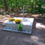 Grób 11 osób zamordowanych w 1945 roku nieopodal Orzechowa