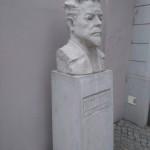 Popiersie Reymonta przed Muzeum Kinematografii w Łodzi