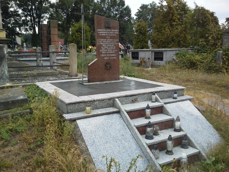 gidle_zamordowani_NKWD_pomnik_1