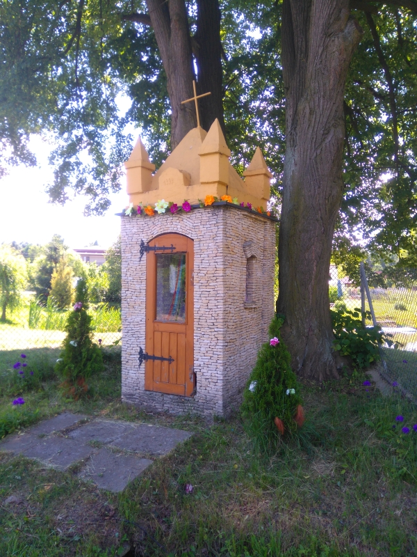 kapliczka_murowana_grzebien_1