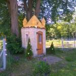 Murowana kapliczka we wsi Grzebień