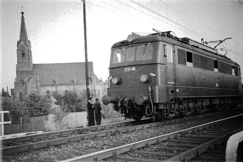 pierwsze_elektryczne_pociagi_w_radomsku_tuz_po_1957