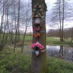 Kapliczka na drzewie w Niedośpielinie Zastawiu