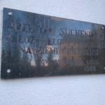 Tablica ku czci Józefa Sucheniego (Plac Dominikański w Gidlach)