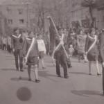 Zdjęcie z pochodu 1 maja 1967 roku (harcerze idą przez centrum Radomska)