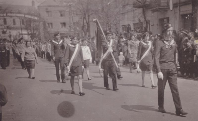 pochod_1_majowy_1967_harcerze_centrum_radomska