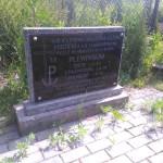 Tablica upamiętniająca rodzinę Plewińskich obok siedziby Leśnictwa Strzałków