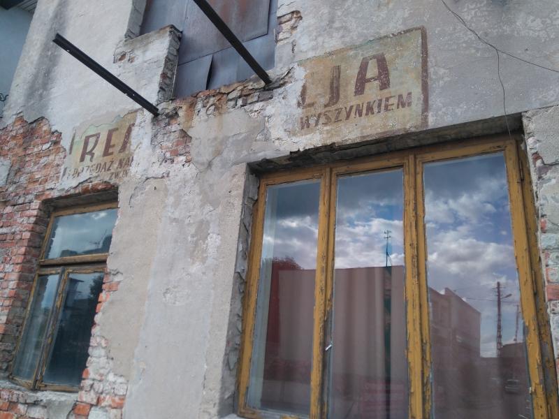 stara_elewacja_na_budynku_w_kamiensku_1