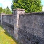 Mur wokół kościoła w Żeleźnicy