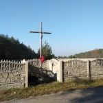 Przeniesiono metalowy krzyż na skrzyżowaniu dróg do Orzechowa, Orzechówka i Cadowa