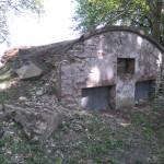 Stara piwniczka na terenie dworu w Sekursku