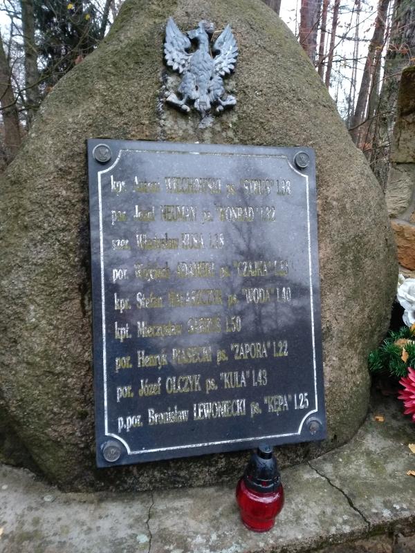 pomnik_ak_kwp_wola_zycinska_2