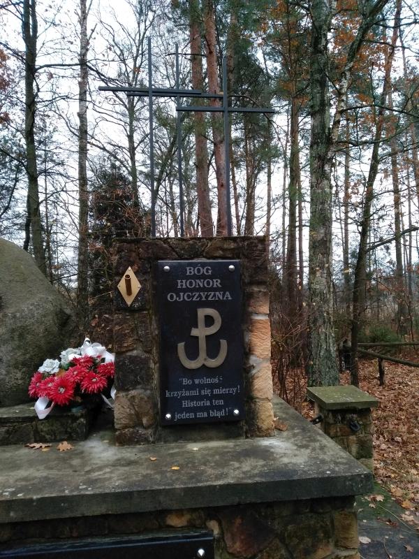 pomnik_ak_kwp_wola_zycinska_3