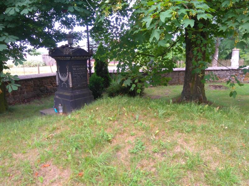 pomnik_hr_roman_skarbek_bugaj_2