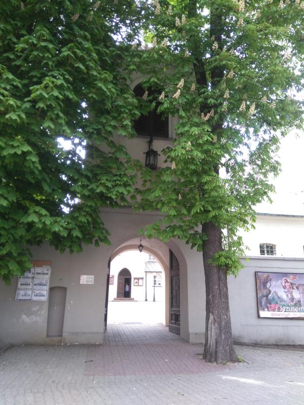 klasztor_franciszkanow_radomsko_brama_wejsciowa