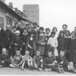[stare zdjęcie] Uczniowie szkoły powszechnej w Radomsku podczas wycieczki do Krakowa