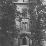 [stare zdjęcie] Brama główna do klasztoru Franciszkanów w Radomsku