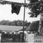 [stare zdjęcie] Powitanie gubernatora Karla Lascha w zasiedlonej przez volksdeutschów wsi