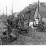[stare zdjęcie] Naprawa ulicy w Radomsku w czasie II wojny światowej