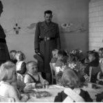 [stare zdjęcie] Wizytacja przedszkola dla volksdeutschów