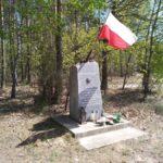 Okolice Widawki: pomnik upamiętniający żołnierzy AK i członków Szarych Szeregów