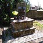 Pomnik Warszyca na placu przed kościołem w Rzejowicach
