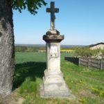 Kapliczka przy drodze na cmentarz w Bąkowej Górze