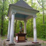 Kapliczka Świętego Piotra w lesie koło Pukarzowa