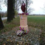 Figura Chrystusa w centrum miejscowości Chełmo
