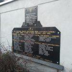 Tablica poświęcona ofiarom drugiej wojny światowej (na murze klasztoru Franciszkanów)