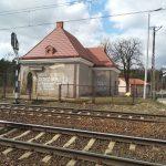 Budynek przy przystanku kolejowym Kamieńsk