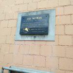 Kamieńsk. Tablica pamiątkowa poświęcona Janowi Nowakowi