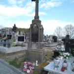 Murowany nagrobek Ignacego Kozłowskiego i Anny z Szusterskich Kozłowskiej na cmentarzu w Niedośpielinie