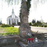 Dobryszyce. Obelisk postawiony w 10 rocznicę odzyskania niepodległości