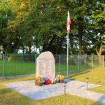 Kamień pamiątkowy w Piaskach (gmina Gidle)